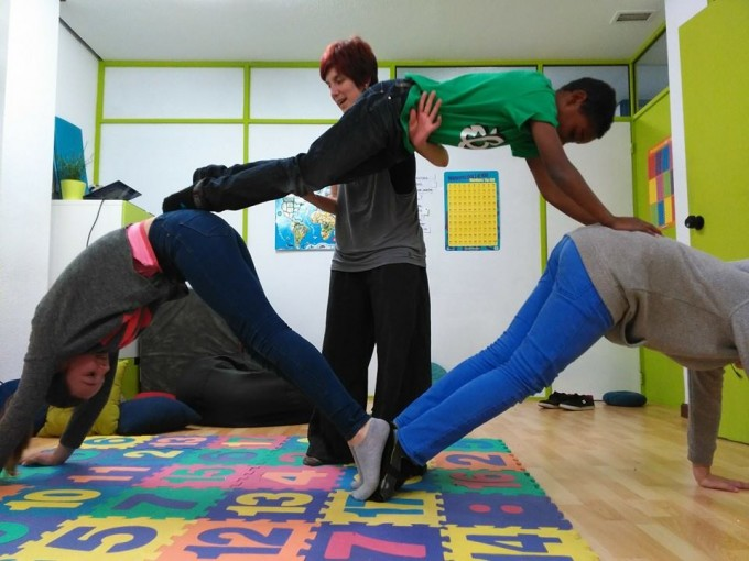 Amaia Aparicio en el taller de acrobacias